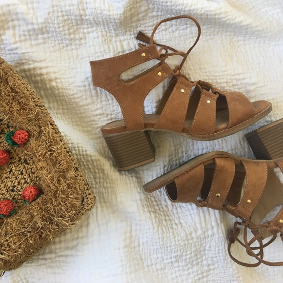 15d7f7b62748 Old Navy Lace Up Block Heel Gladiator Sandals. M 5a57b048739d48c5d50243bc